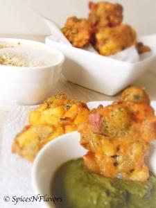 cashewnut-broccoli-fritters-pakoras